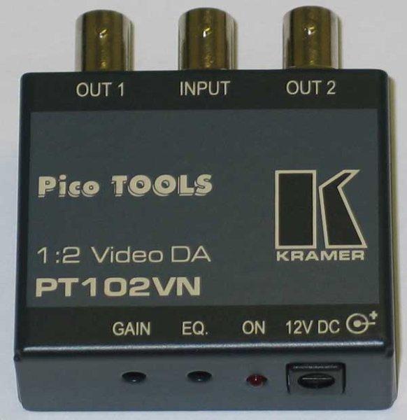 Kramer PT-102VN усилитель-распределитель Kramer PT-102VN - видеоусилитель, распределитель 1:2 композитных сигналов. Распределяет входной сигнал на два идентичных выхода (разъемы BNC) для передачи на п